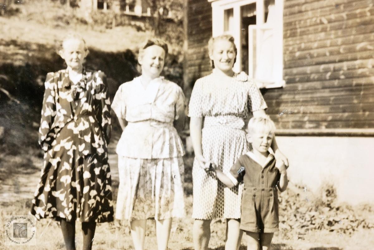 Fire generasjoner på Butveit. Grindheim.