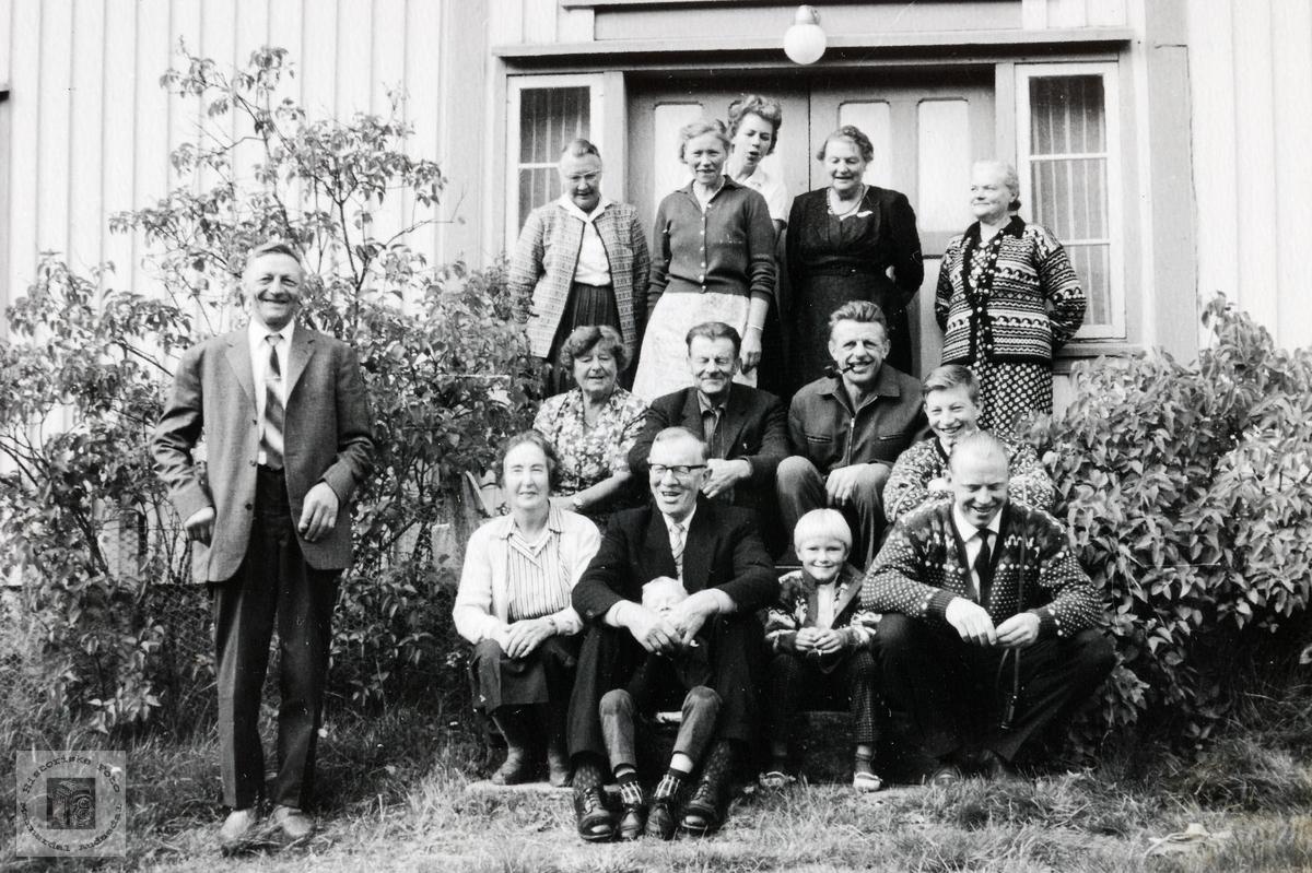 Familiesamling på Flot. Bjelland.