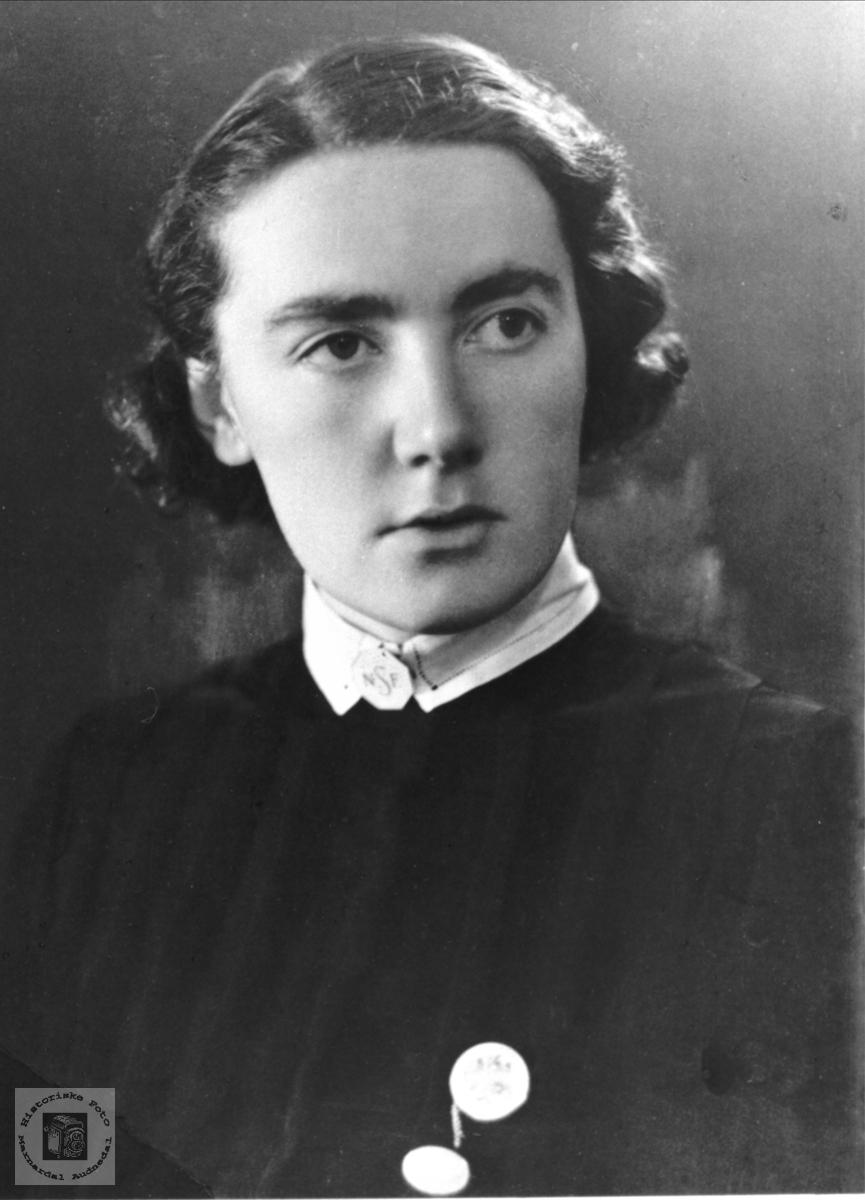 Portrett av Elise Stedal, Laudal.