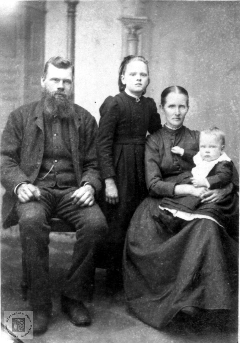 Portrett Surtelands familie, Øyslebø.