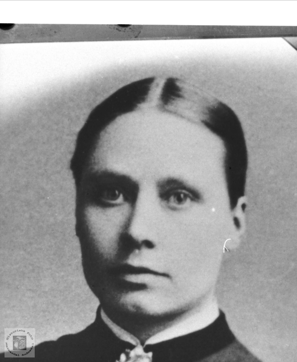Portrett Anne Marie Salvesdtr Skuland gift Manneråk, Øyslebø.