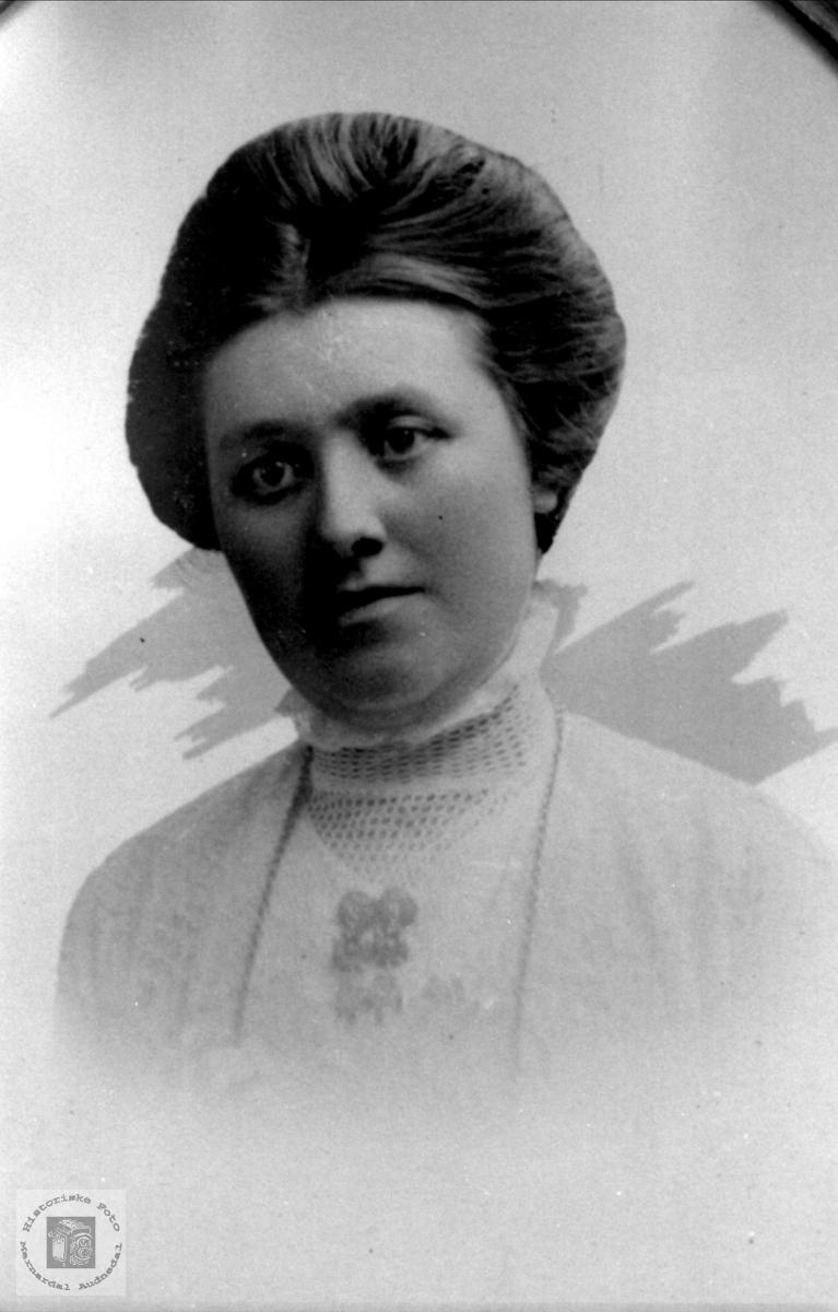 Portrett av Gunhild Øygard, Laudal.