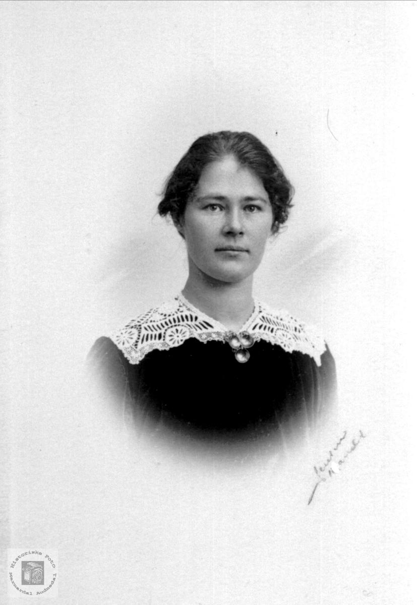 Portrett av Anna Usland, Øyslebø.
