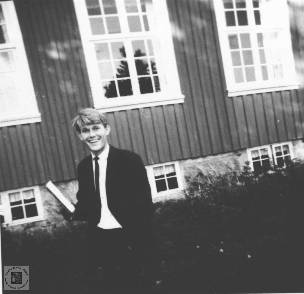 Adjunkt Paul Sveinall på Høgtun, Øyslebø.