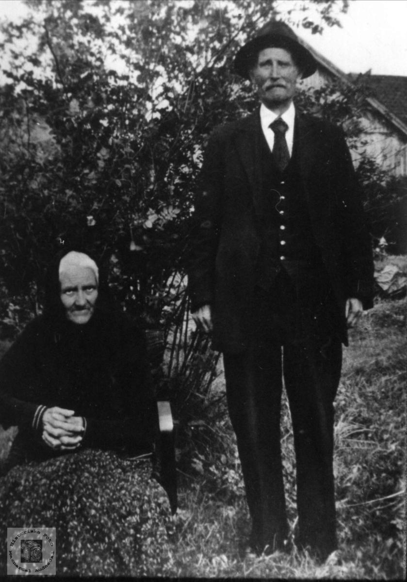 Ekteparet Mina og Aanen Bue, Øyslebø.