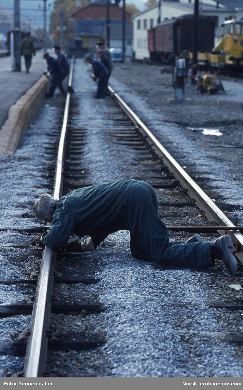 Banearbeid på Otta stasjon - justering av sporet