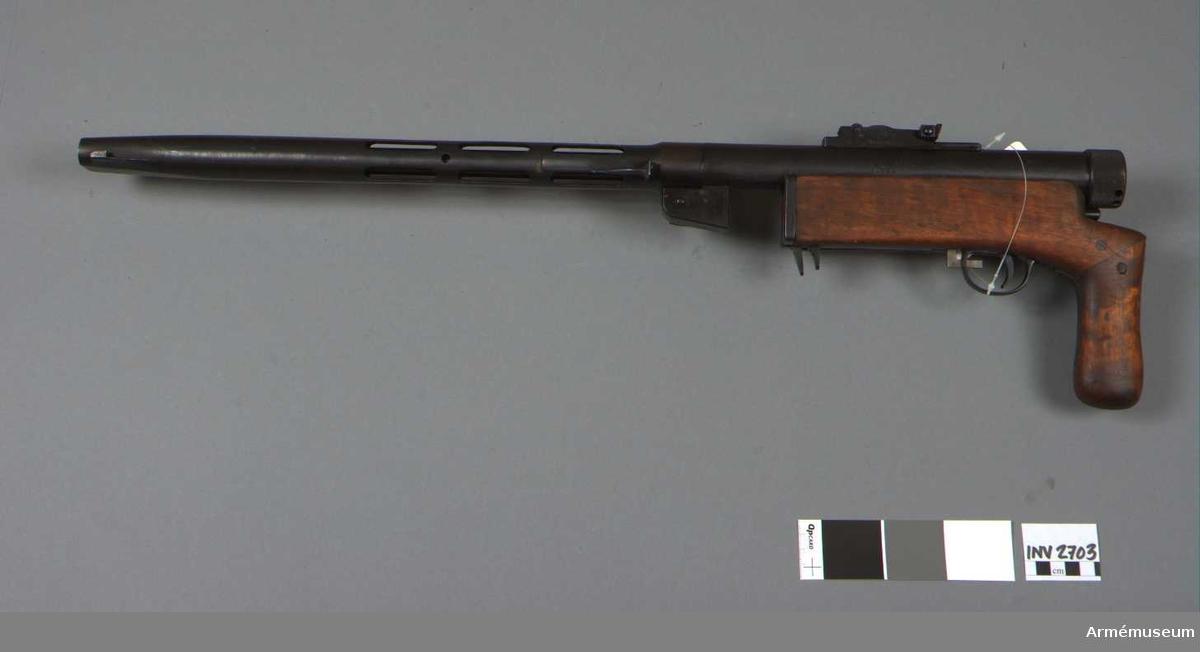 """""""Bunker""""system Suomi. Kolv och mantel omgjorda. Mantelns l: 435 mm. Vapnet märkt med T stämpel (Tikkakoski Suomi) patent 1932."""