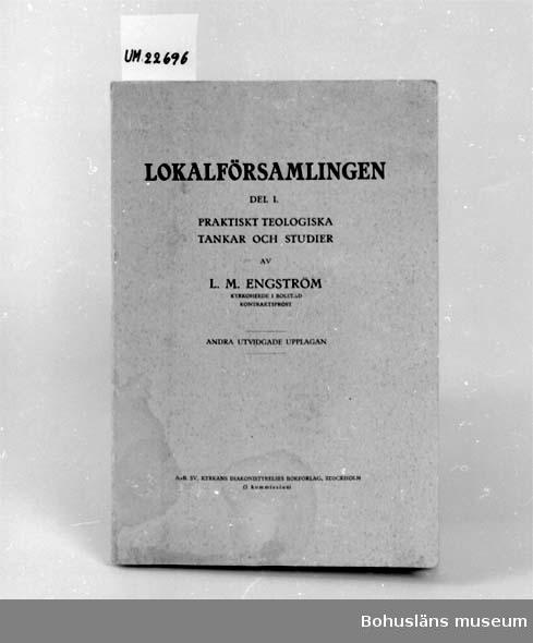 """594 Landskap BOHUSLÄN 394 Landskap UPPLAND  """"Lokalförsamlingen"""". Del I praktiskt teologiska tankar och studier av L.M. Engström. Text på insidan av pärm: """"Mamma å Pappa september 1924 av Gustaf""""  UM 131:3"""