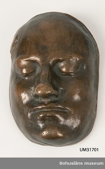 Ansikte föreställande Karl XII, gjutet i brons.