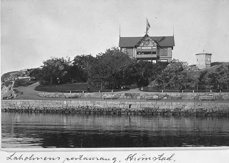 """Text på kortet: """"Laholmens restaurang, Strömstad""""."""