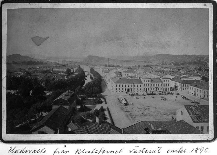 """Text på kortet: """"Uddevalla från Klocktornet västerut omkr. 1890""""."""