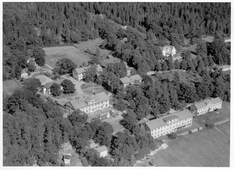 """Enligt AB Flygtrafik Bengtsfors: """"Ljungskile Folkhögskola Bohuslän""""."""