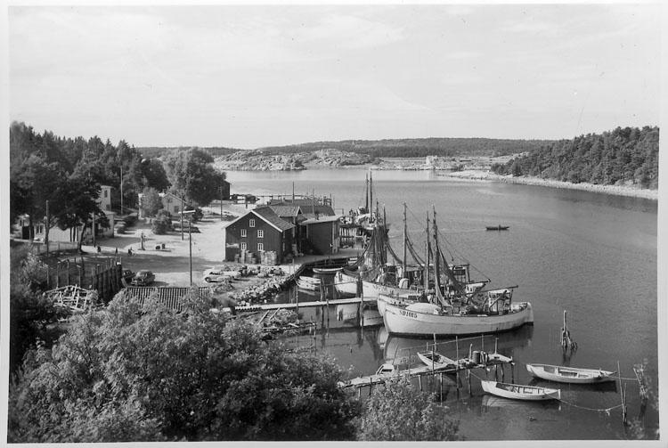"""Enligt AB Flygtrafik Bengtsfors: """"Rossö hamn Bohuslän""""."""