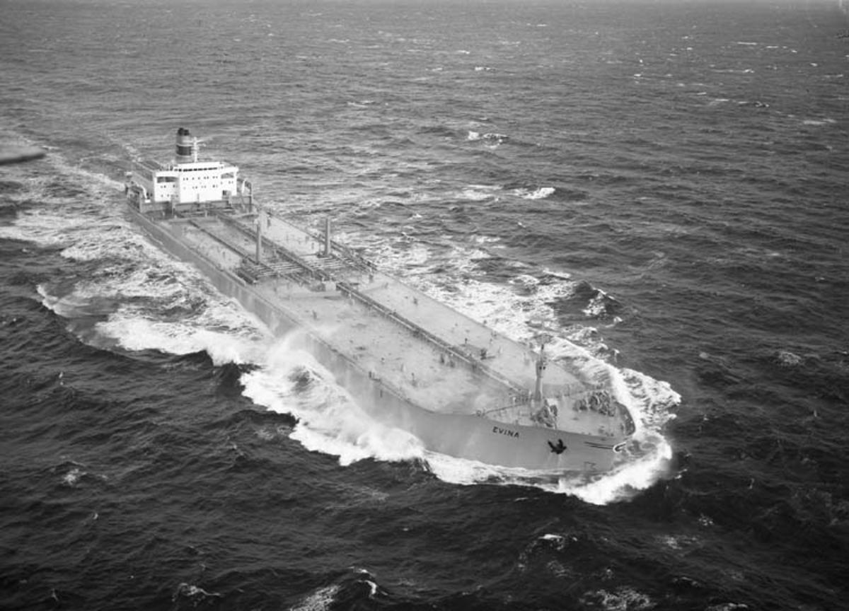 M/T Evina DWT. 96.150 Rederi H. E. Hansen-Tangen, Kristiansand Norge Kölsträckning 72-03-03 Nr. 245 Leverans 72-11-10 Tankfartyg
