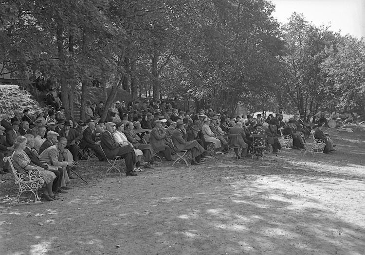"""Enligt notering: """"Pensionärsmöte Folkets Park 5/7 1947""""."""