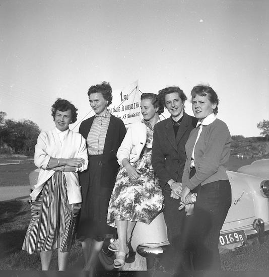 Motorkvinnor tävlingskör på Samneröd 1956