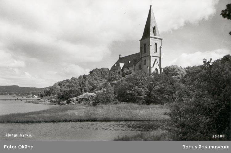 "Tryckt text på kortet: ""Ljungs kyrka"". ""Förlag: Ljungskile Bok & Pappershandel""."