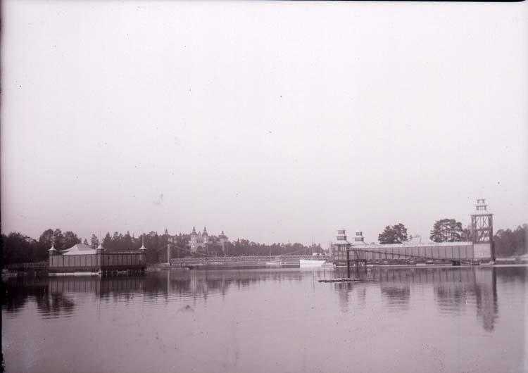 """Enligt text som medföljde bilden: """"Saltsjöbaden, Bassinen okt. 11""""."""