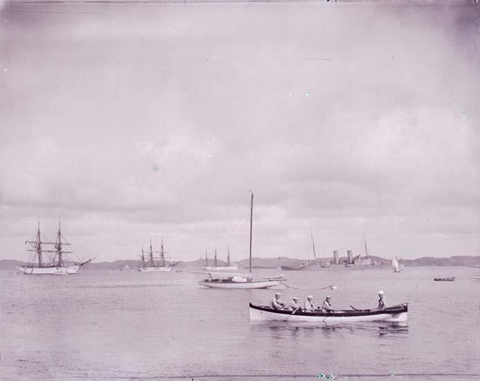 """Enligt text som medföljde bilden: """"Skolfartyg, Skeppbåt""""."""