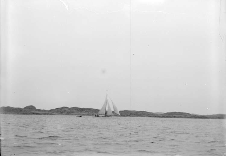 """Enligt text som medföljde bilden: """"Kyrkesund. Båt 20/5 07."""""""