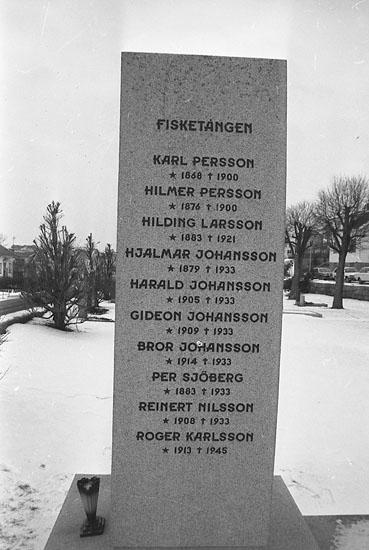 """Enligt fotografens notering: """"Minnessten i Kungshamn över omkomna fiskare""""."""
