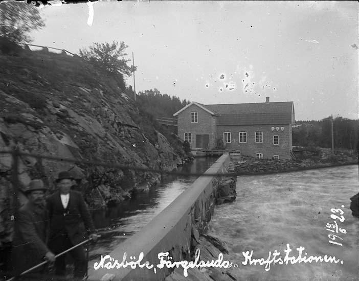 """Enligt text på fotot: """"Näsböle, Färgelanda. Kraftstationen 18/6 1923""""."""