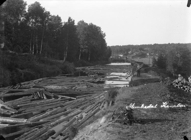 """Enligt fotografens noteringar: """"Fabrikskanalen till Fabriken 1923."""""""