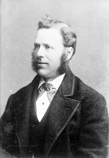"""Enligt fotografens noteringar: """"Scottingarnas farfar Bäckevall. född omkring 1844.  I vanligt tal Mel...? Rik bonde i Håby."""""""