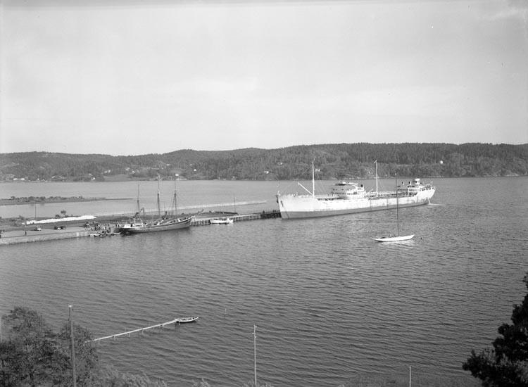 """Text som medföljde bilden: """"1948. No. 19. 1948 Julius båten, Munkedals Hamn."""""""