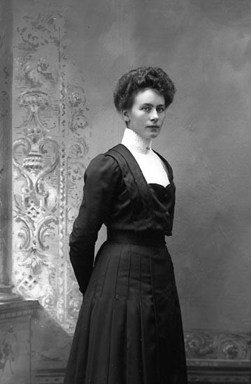 """Enligt fotografens journal Lyckorna 1909-1918: """"Lund, Fr. Beda Lyckorna""""."""