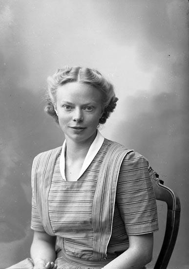 """Enligt fotografens journal nr 7 1944-1950: """"Johansson, Fr. Greta Ödsmål""""."""