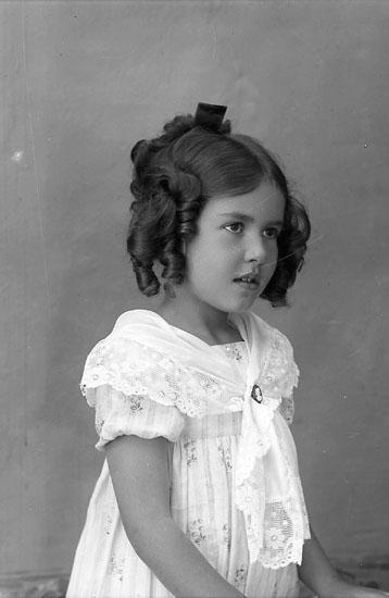 "Enligt fotografens journal Lyckorna 1909-1918: ""Vendel, Fru Lyckorna""."