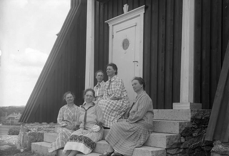 "Enligt fotografens journal nr 5 1923-1929: ""Sahlberg o Ehrnst (Fröknarne) Stenungsund""."