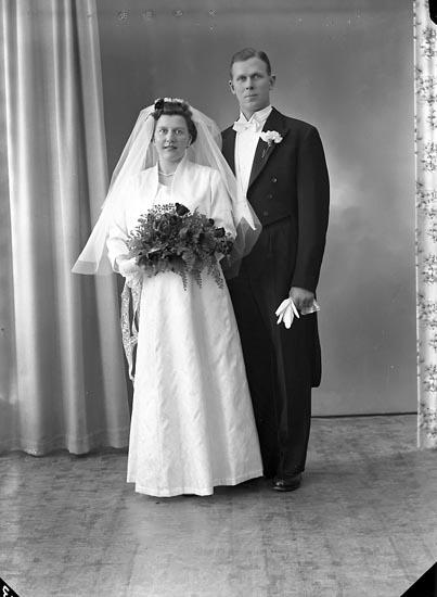 """Enligt fotografens journal nr 8 1951-1957: """"Eriksson, Bror Doteröd Stenungsund""""."""