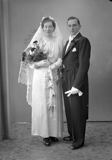 """Enligt fotografens journal nr 7 1944-1950: """"Olsson, Herr Elof Krabberöd, Varekil""""."""