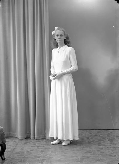 "Enligt fotografens journal nr 7 1944-1950: ""Andersson, Marika Grössby Ucklum""."