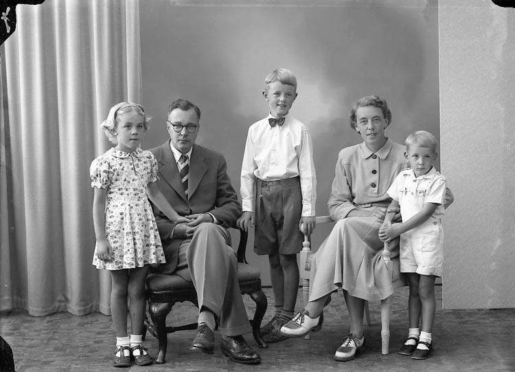 """Enligt fotografens journal nr 7 1944-1950: """"Flemberg, Dr. Solbacken 5 Gbg""""."""