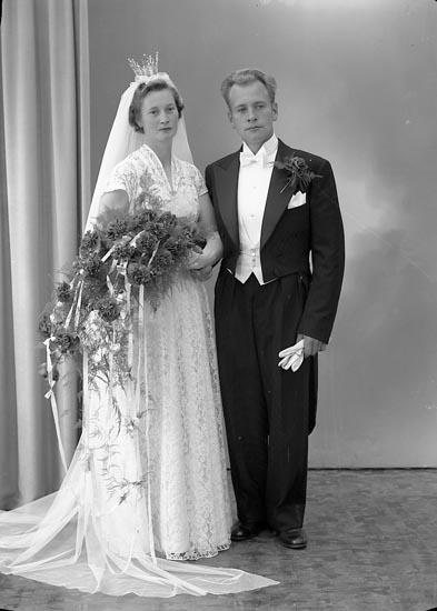 """Enligt fotografens journal nr 8 1951-1957: """"Ekstorm, Herr Sven Vassändan, Hällevadsholm""""."""