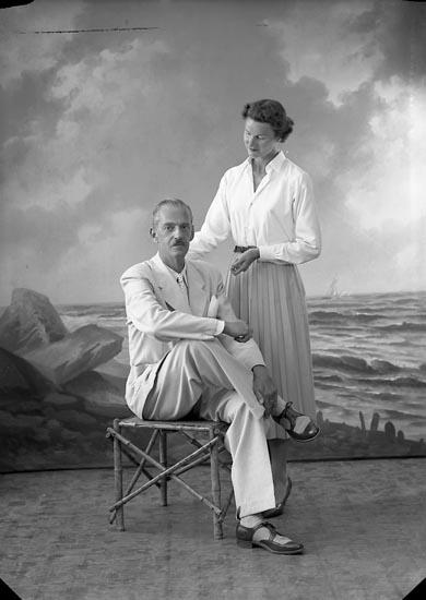 "Enligt fotografens journal nr 8 1951-1957: ""Dahlgren, Herr Allan Stenungsön""."