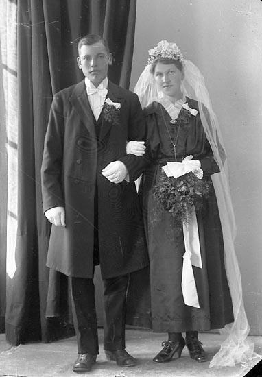 "Enligt fotografens journal nr 4 1918-1922: ""Olsson, Astor Staby, Harestad""."