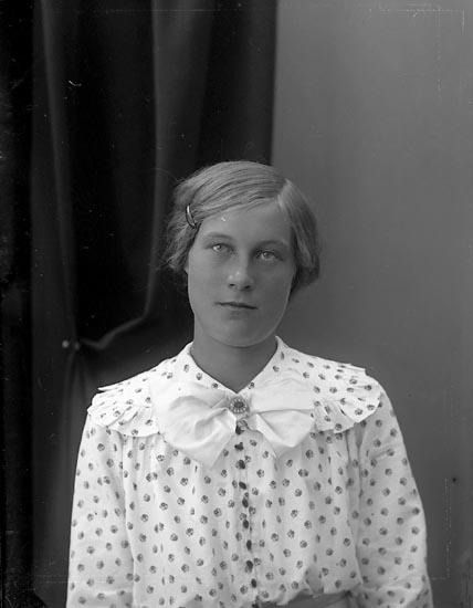"""Enligt fotografens journal nr 4 1918-1922: """"Andersson, Signe Bonneröd Ödsmål""""."""