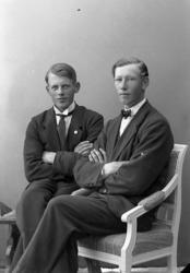 Svågrarna tillika grannarna Anders Lorentz Olsson och John O