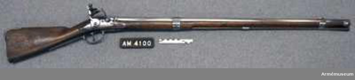 """Grupp E II.  Nominal kaliber 20,04 mm. Kulvikt: 39,9 g. Pipan är märkt """"1726""""."""