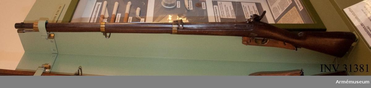 Grupp E II e.  Slaglåsgevär m/1855 tillverkat för svensk räkning i Belgien.