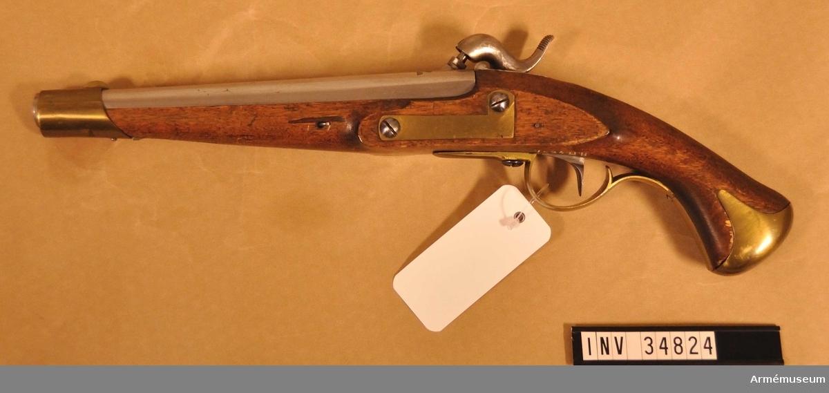 Grupp E III c.  På kammarstycket tre kronor och på snäckan en krona. Pistolen har beslag för löskolv. (Pistolen är exakt lika  AM 34822, vilken uppges vara m/1820-1857).