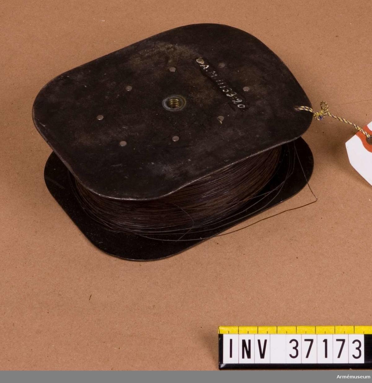 Grupp H I.  Utan axel och vev.  Samhörande nr AM.037154-AM.037174, delar till patrulltelefon.