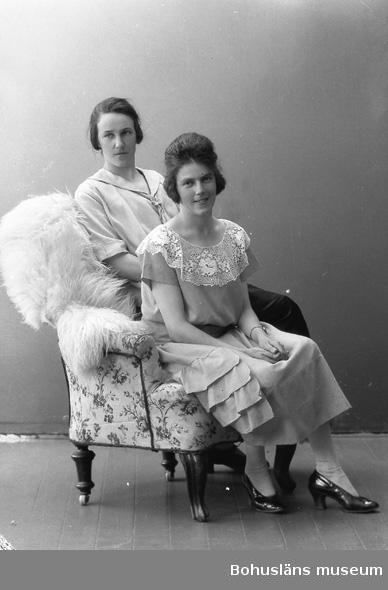 "Enligt fotografens journal nr 5 1923-1929: ""Andersson, Fr. Karin Varekil""."