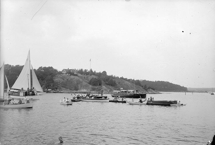 """Enligt fotografens journal nr 6 1930-1943: """"Simpromotion D. 3 aug. Stenungsund""""."""