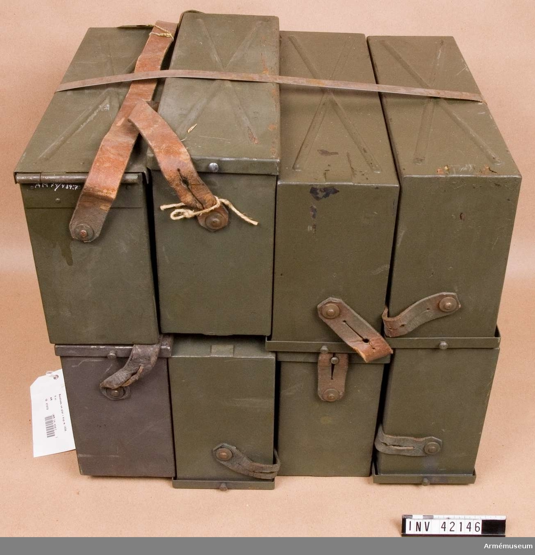 Grupp E IV.  Till kulsprutan finns lavett, bandlådehållare, två bärhandtag, riktmärke med tillbehör, ångslang, åtta bandlådor, vattenlåda, reservpipa i fodral, fyra reservpipor i trälåda, reservdelslåda och manteltätare.
