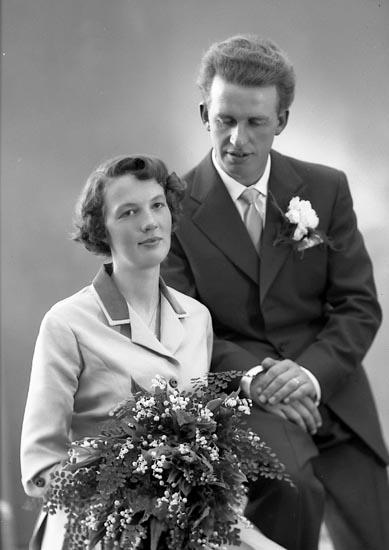 """Enligt fotografens journal nr 8 1951-1957 """"Asker, Herr Henry, Stora Askerön Stenungsund""""."""